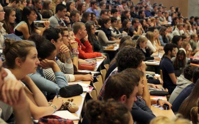 Photo of التمييز في المنح الدراسية للطلبة المغاربة بالخارج يهدد مستقبلهم