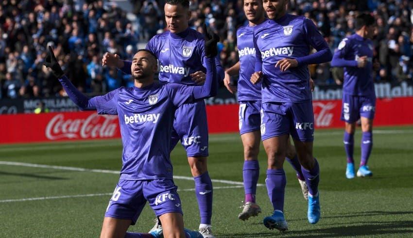 Photo of النصيري يسجل هدفا عالميا في شباك برشلونة وينهزم فريقه