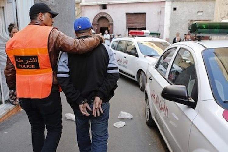 Photo of أكادير.. اعتقال أربعيني وشابين بتهمة الشدود الجنسي والابتزاز