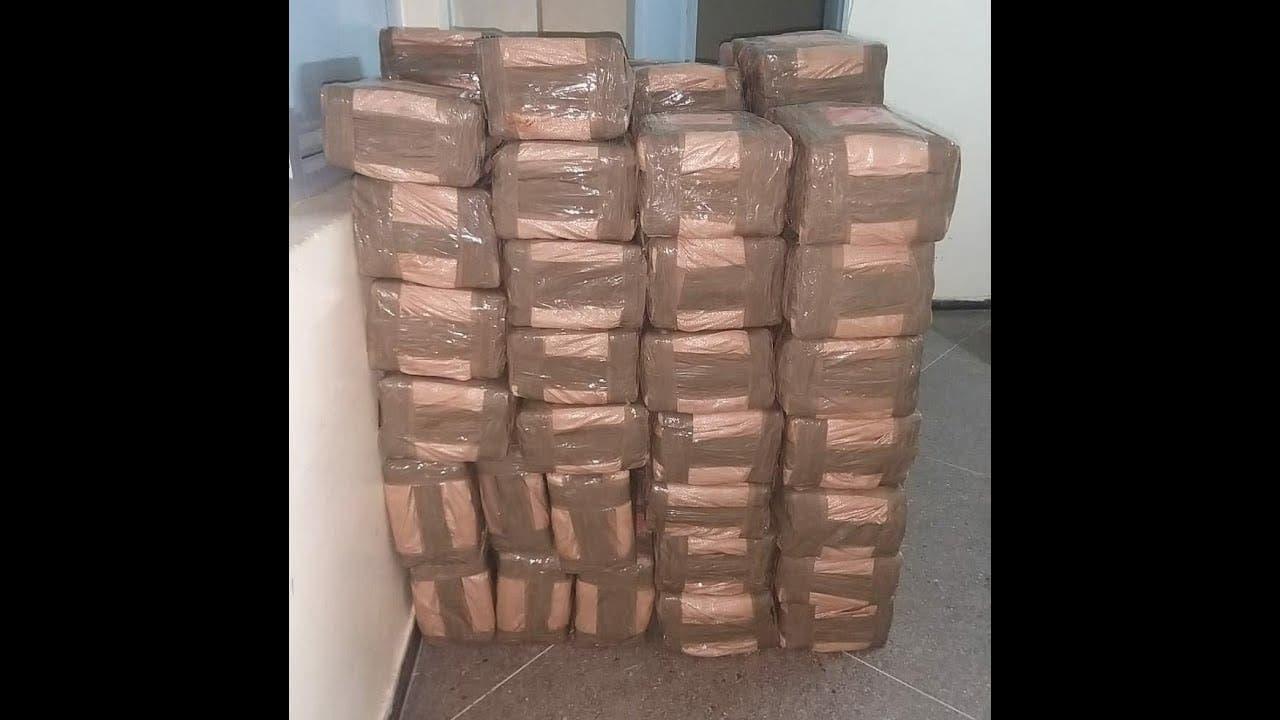 Photo of هكذا تم الحجز على أزيد من طنين من المخدرات وشاحنتين، والقبض على المروجين