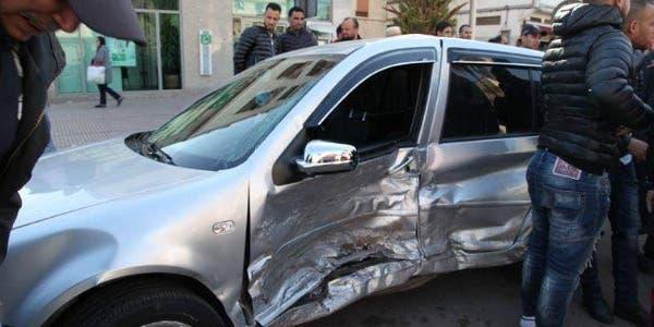 Photo of سيارة مجنونة تدهس أسرة وتتسبب في كارثة بمنطقة سباتة