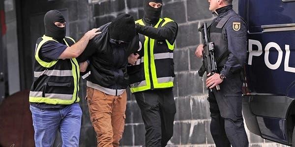 Photo of إسبانيا .. توقيف مغربي بتهمة الاشادة بالإرهاب والتحريض على التطرف