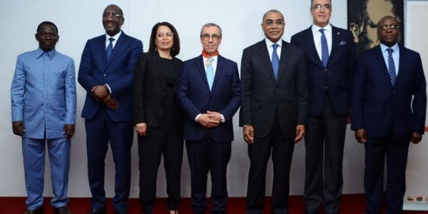Photo of الكوت ديفوار توشح المدير العام لمجموعة البنك الشعبي المركزي بوسام رفيع