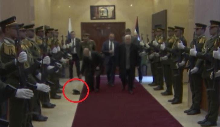 """Photo of شاهد مافعله """"بوتين"""" بعد سقوط قبعة أحد رجال حرس الشرف الفلسطيني أثناء استقباله"""