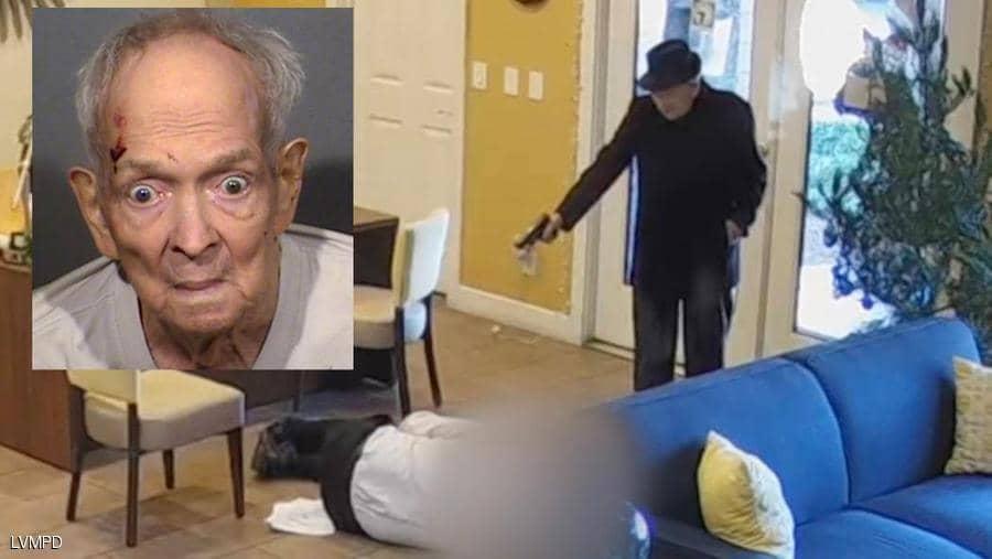 Photo of مسن عمره 93 عاما يطلق النار على رجل .. فيديو