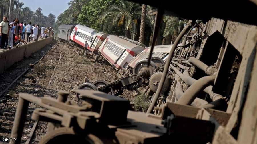 Photo of فيديو يحبس الأنفاس .. أب ينقذ ابنته من الموت تحت عجلات القطار