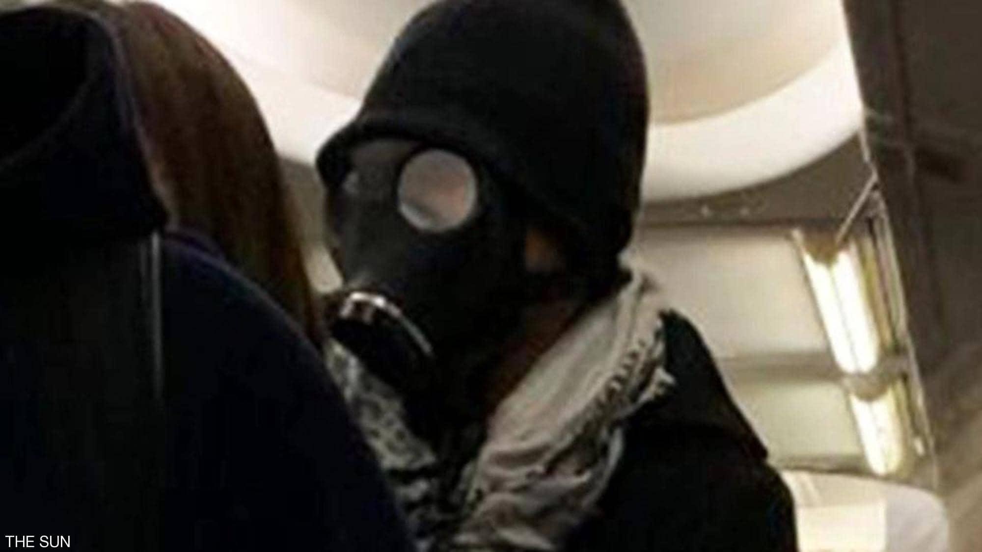 Photo of لن تصدق مافعله .. مسافر خاف من كورونا فأثار الذعر في الطائرة !