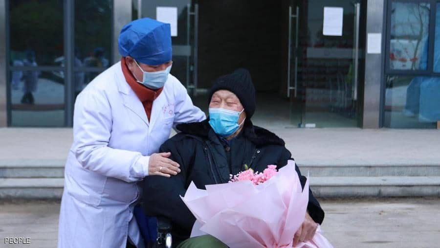 "Photo of شاهد .. أكبر ناج من ""كورونا"" يغادر المستشفى"
