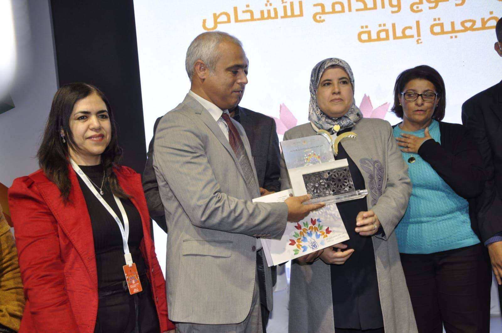 Photo of رئاسة النيابة العامة تتوج بجائزة الرواق سهل الولوج بالمعرض الدولي للكتاب