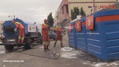 "Photo of ""فيروس كورونا""… عملية تنظيف وتعقيم حاويات الأزبال بشوارع فاس"