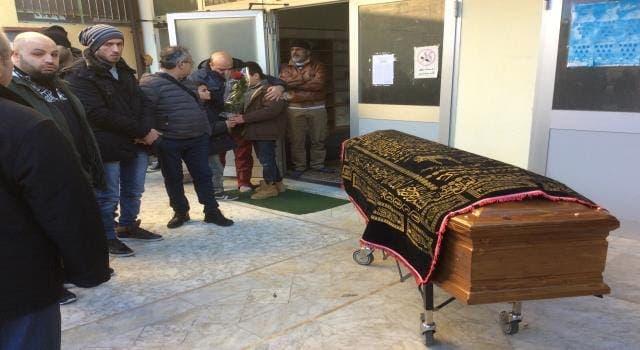 Photo of هذه حقيقة شائعات… نداء استغاثة جثامين عالقة بالمستشفيات الإيطالية