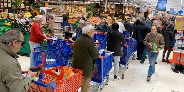 Photo of إسبانيا: بداية العد العكسي وطوابير الإنتظار تشل حركة مراكز التسوق