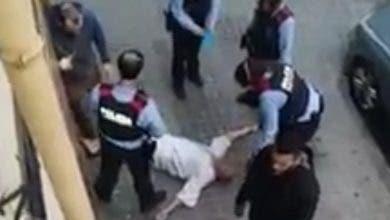"Photo of ""هبة بريس"" تكشف حقيقة فيديو ""إعتداء الشرطة"" على عائلة مغربية ببرشلونة"