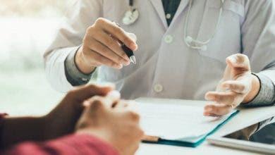 Photo of استبدال الأدوية يفجر خلافات قوية و أطباء القطاع الخاص يحذرون وزير الصحة