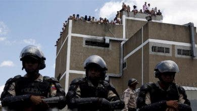 Photo of مقتل 46 سجينا وإصابة 50 آخرين في أعمال شغب داخل سجن في فنزويلا