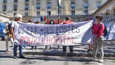 Photo of عاملون بقطاع الصحة في فرنسا: نريد أسرة وأموالا لا أوسمة