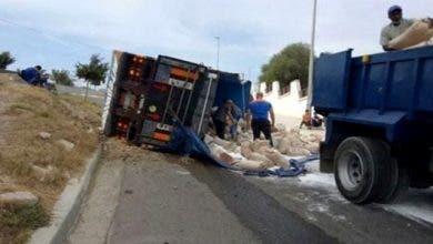 Photo of تصادم شاحنتين تحملان مواد غذائية موجهة للفقراء بسيدي افني