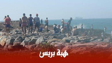 Photo of شباب يتحدون حالة الطوارئ الصحية ويسبحون ببحر بمنطقة عين السبع