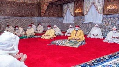 Photo of الملك يؤدي صلاة العيد في احترام للحجر الصحي