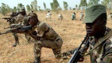 Photo of يرتدون زيا عسكريا.. مقتل 20 قرويا بهجوم شنه مسلحون بمالي