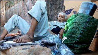 Photo of فضيحة .. رجل مريض بالسرطان جراو عليه من سبيطار وينام في الشارع حتى تجيه الموت