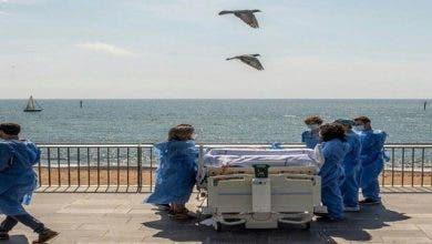 "Photo of مستشفى إسباني يعالج مرضى "" كورونا"" بنقلهم وأسرَّتهم إلى شط البحر (+فيديو وصور)"