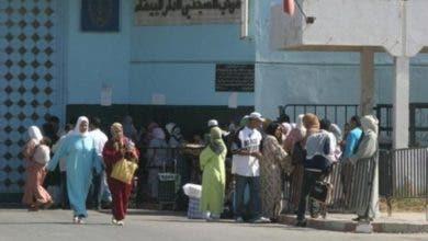"Photo of احتجاج أمهات سجناء عكاشة يتواصل: ""بغينا نشوفو ولادنا راه مكيحس بالكبدة غير الأم"""