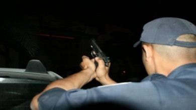 Photo of فاس..ضابط شرطة يشهر سلاحه لتوقيف شخص تورط في سرقات بالعنف