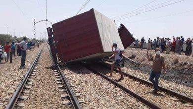 Photo of شاحنة لنقل البضائع تصطدم بقطار ضواحي بوسكورة