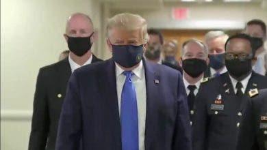 Photo of الرئيس الأمريكي يظهر لأول مرّة مرتديا كمامة