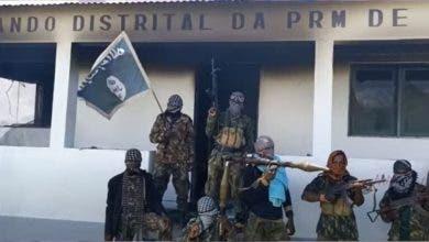 Photo of مسلحون متشددون يستولون على ميناء رئيسي في موزمبيق