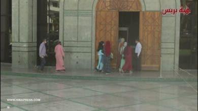 "Photo of لحظة وصول ضحايا "" الفقيه"" مغتصب قاصرات لمحكمة طنجة"