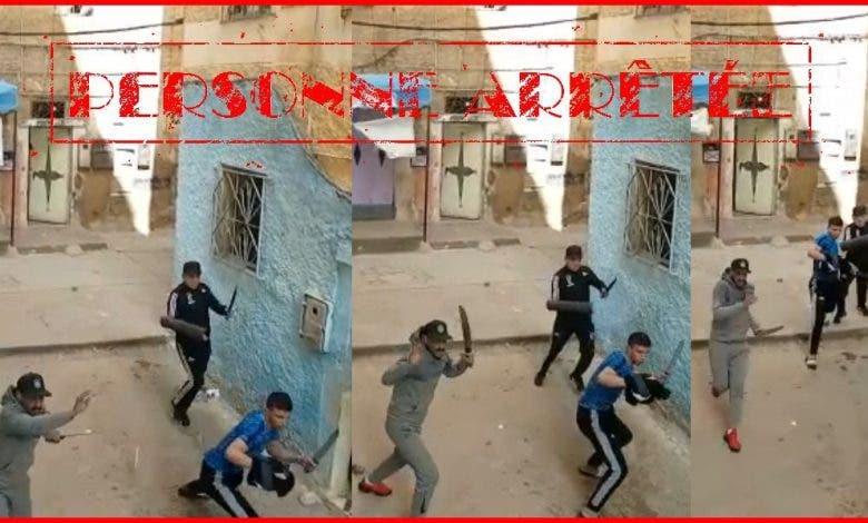 إيقاف شخص والبحث عن آخرين ظهروا في فيديو يتبادلون الضرب بالأسلحة البيضاء